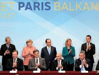 (Back row from L) Slovenian Prime Minister Miro Cerar, Italian Foreign Affairs minister Paolo Gentiloni, German Chancellor Angela Merkel, French President Francois Hollande, European Union High Representative for Foreign Affairs and Security Policy and Vice-President of the European Commission Federica Mogherini, Austria's Chancellor Christian Kern, Croatian Prime Minister Tihomir Oreskovic. (Front row from L) Macedonian Prime Minister Emil Dimitriev, Chairman of the Council of Ministers of Bosnia and Herzegovina Denis Zvizdic, Kosovo Prime minister Isa Mustafa, Montenegro's Prime Minister Milo Djukanovic, Prime Minister of Serbia Aleksandar Vucic sign an agreement on the creation of the Regional Youth Cooperation Office, during a western Balkans summit on July 4, 2016 at the Elysee Palace in Paris.   REUTERS/Stephane De Sakutin/Pool